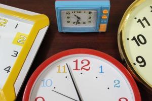 clocks-946934_1920